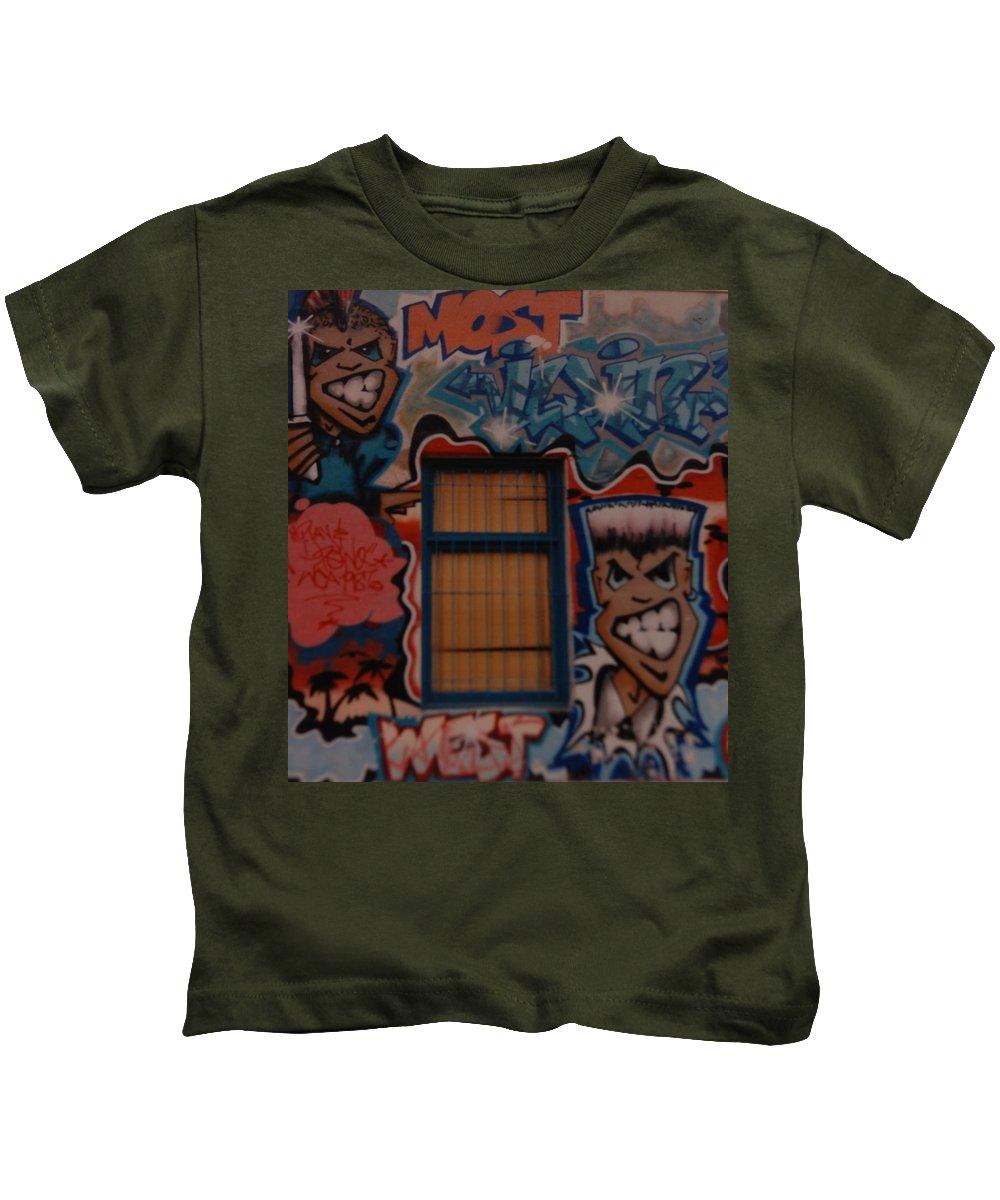 Urban Kids T-Shirt featuring the photograph L A Urban Art by Rob Hans