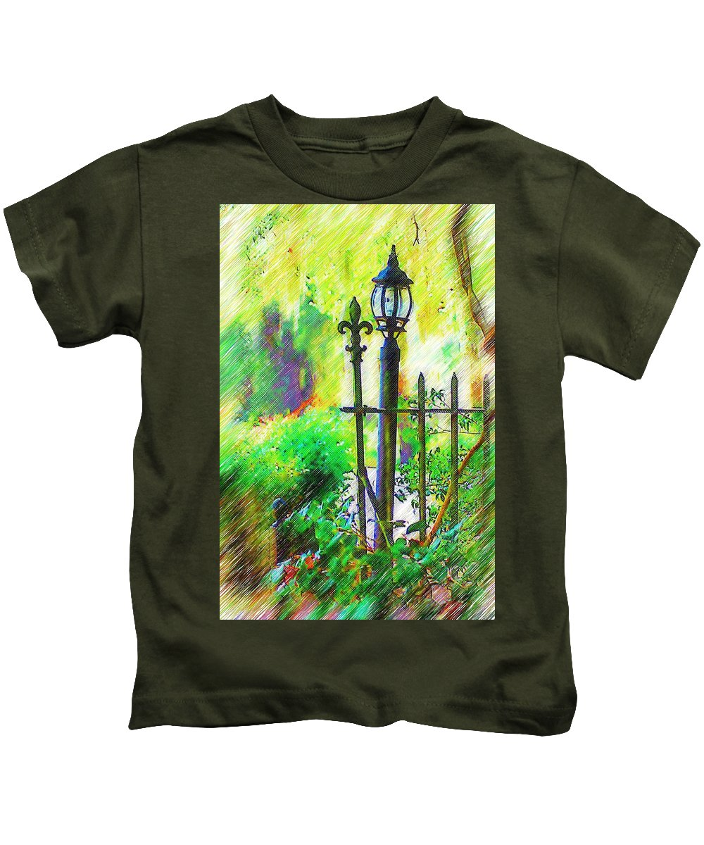 Lamppost Kids T-Shirt featuring the photograph Lamppost by Donna Bentley