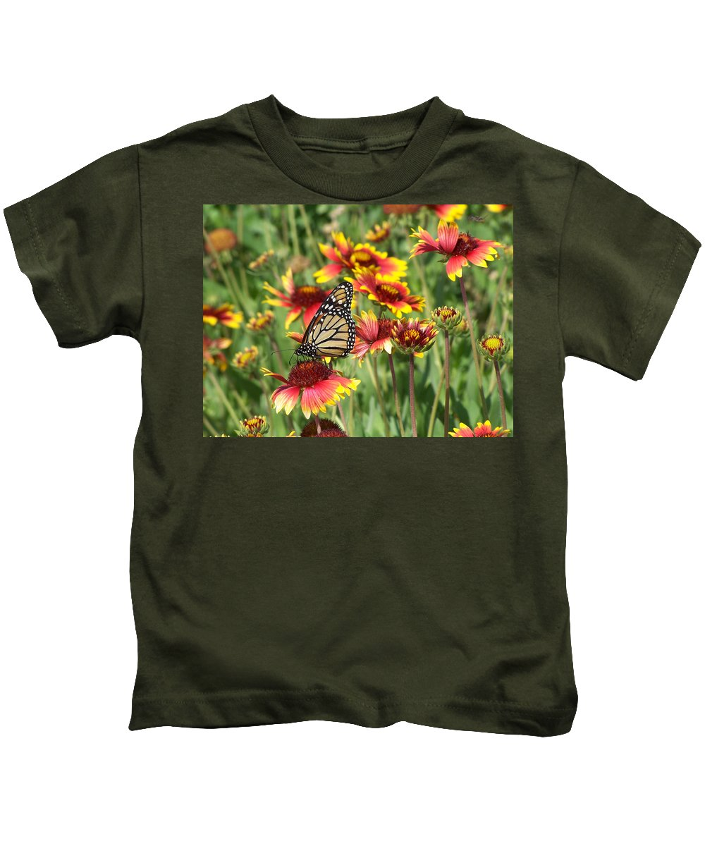 Nature Kids T-Shirt featuring the photograph Monarch On Blanketflower by Peg Urban