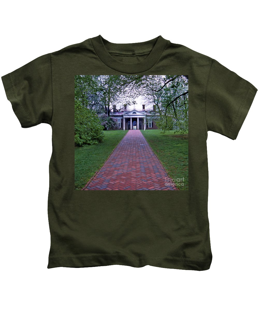 Scenic Tours Kids T-Shirt featuring the photograph Mount Vernon 8x8 by Skip Willits