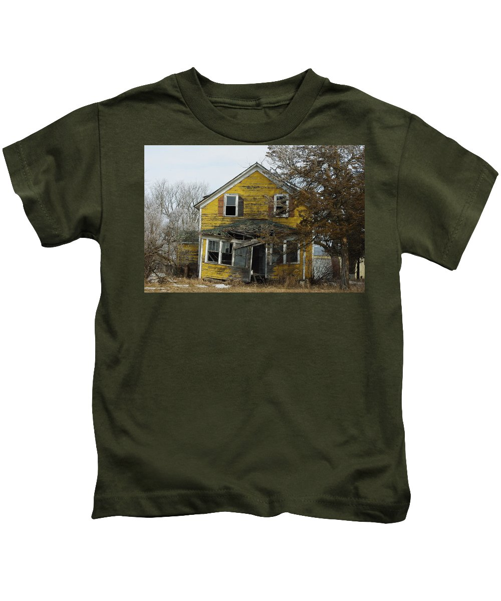 Old Kids T-Shirt featuring the photograph Old Farm House by Alice Markham