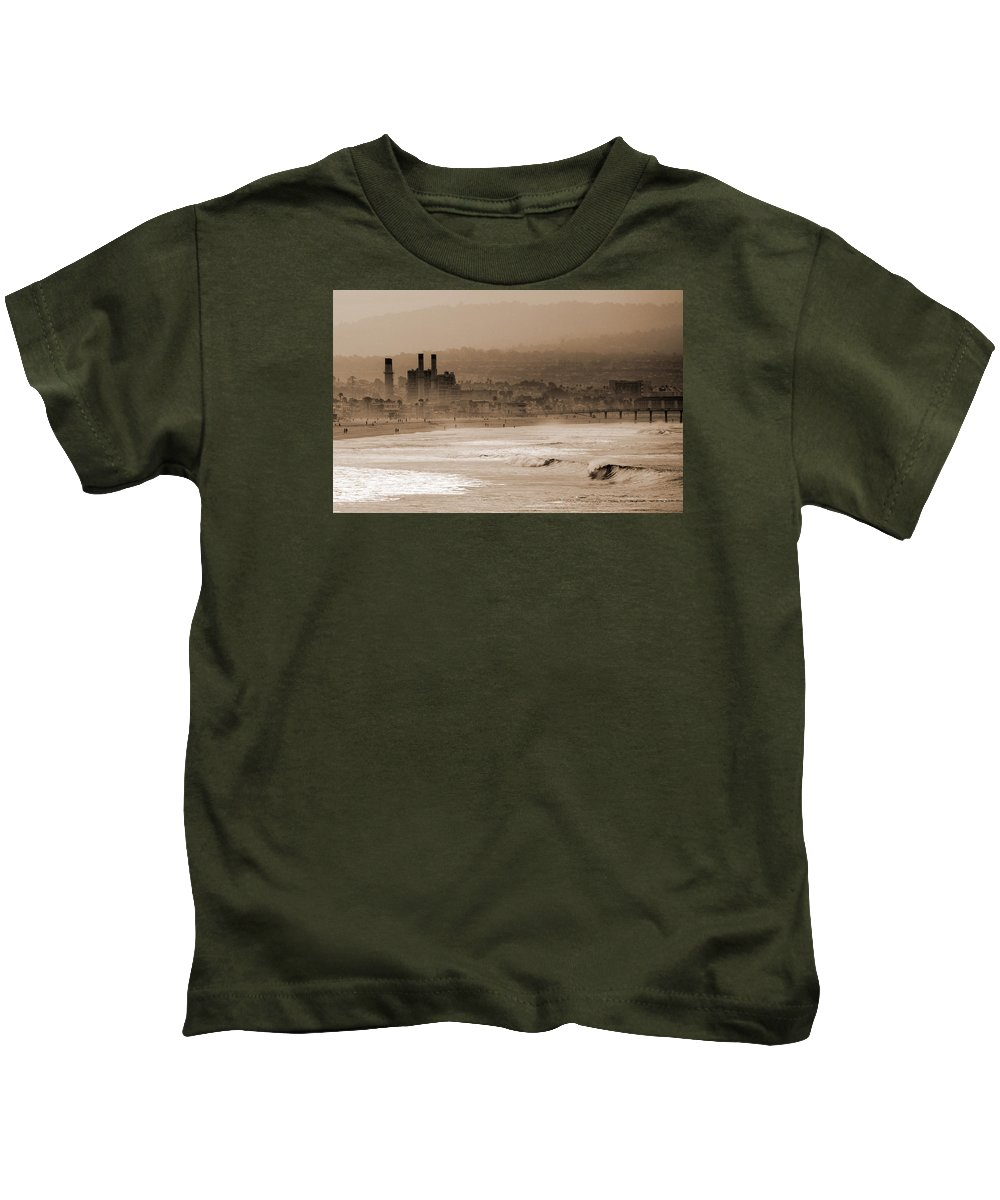 Hermosa Beach Kids T-Shirt featuring the photograph Old Hermosa Beach by Ed Clark