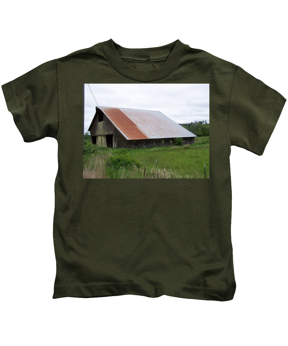 Barn Kids T-Shirt featuring the photograph Old Tin Roof Barn Washington State by Laurie Kidd