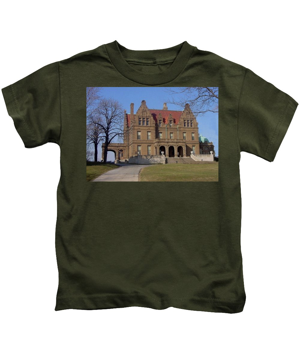 Pabst Mansion Kids T-Shirt featuring the photograph Pabst Mansion Photo by Anita Burgermeister