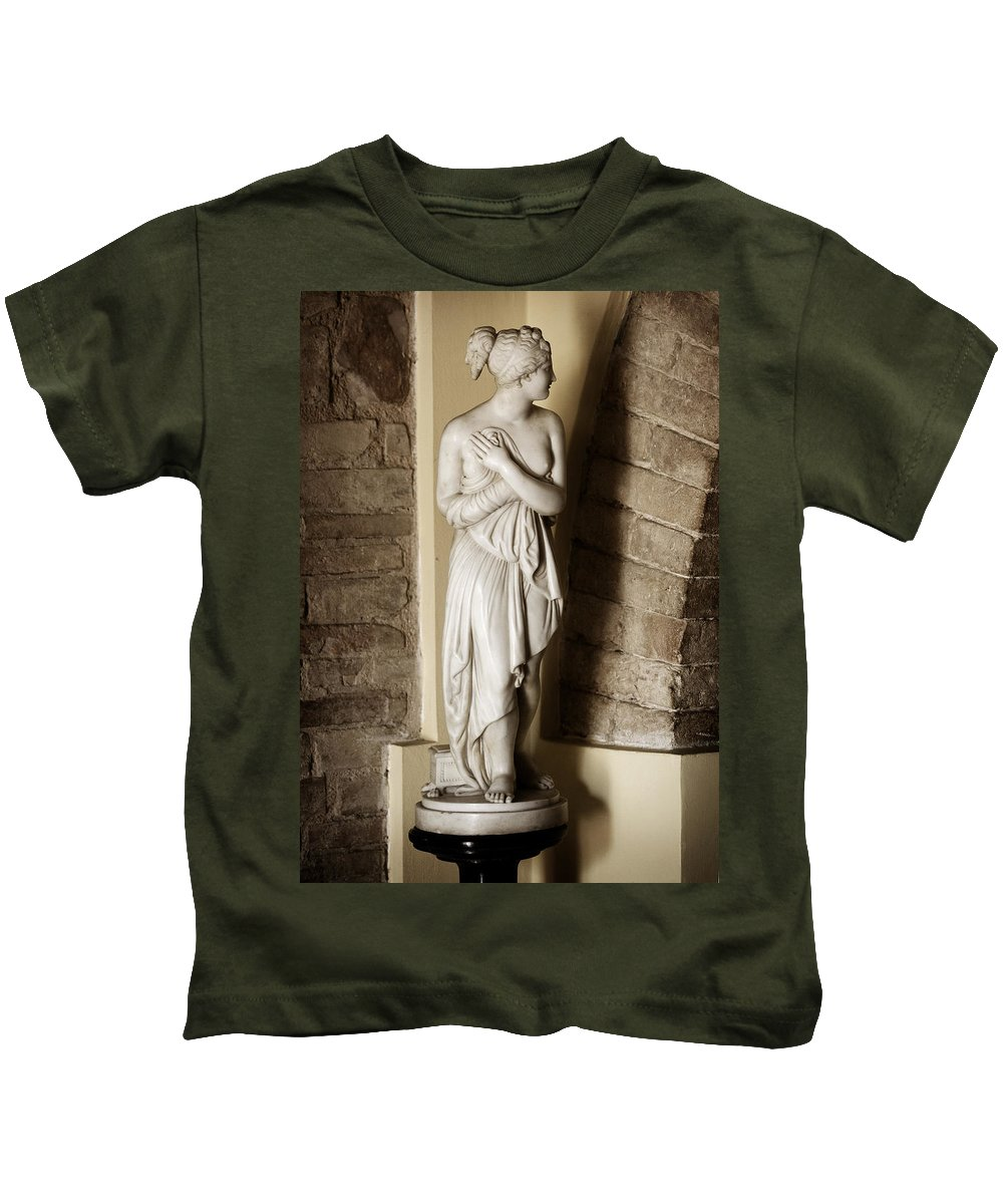 Statue Kids T-Shirt featuring the photograph Peering Woman by Marilyn Hunt