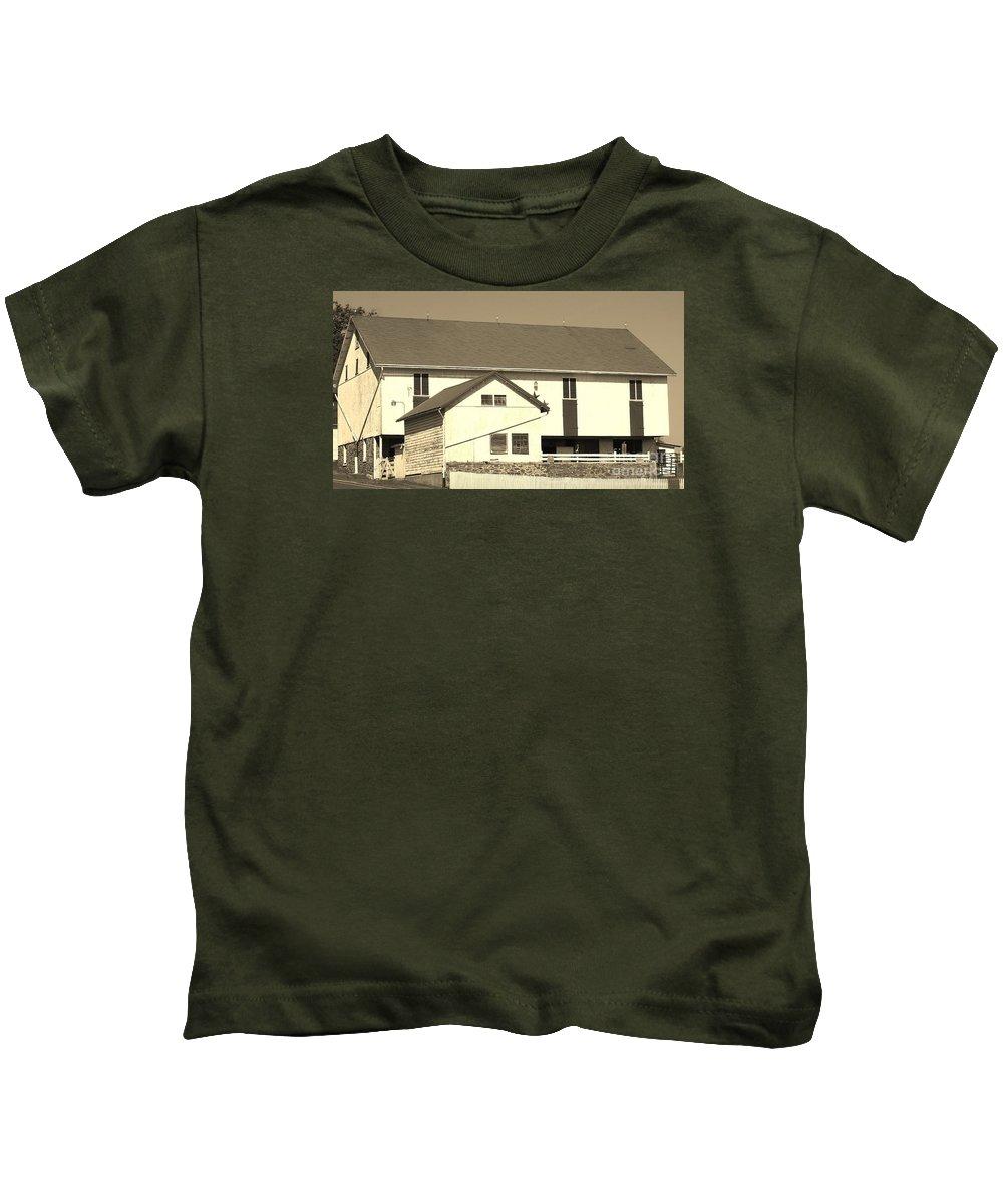 Barn Kids T-Shirt featuring the photograph Pennsylvania Barn by Jennifer Craft