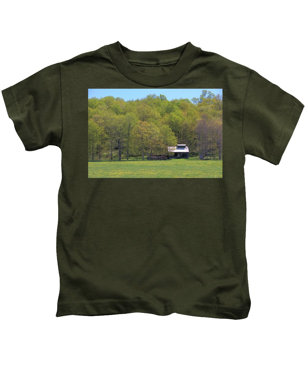 Sugar Shack Kids T-Shirt featuring the photograph Plum Hollow Sugar Shack In Spring by Valerie Kirkwood