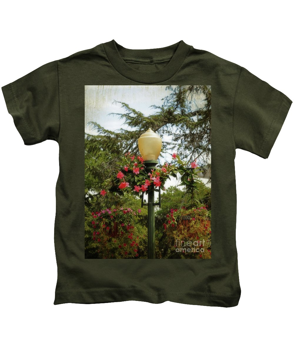 Lo-fi Kids T-Shirt featuring the photograph Pretty In Pink by Paulette B Wright