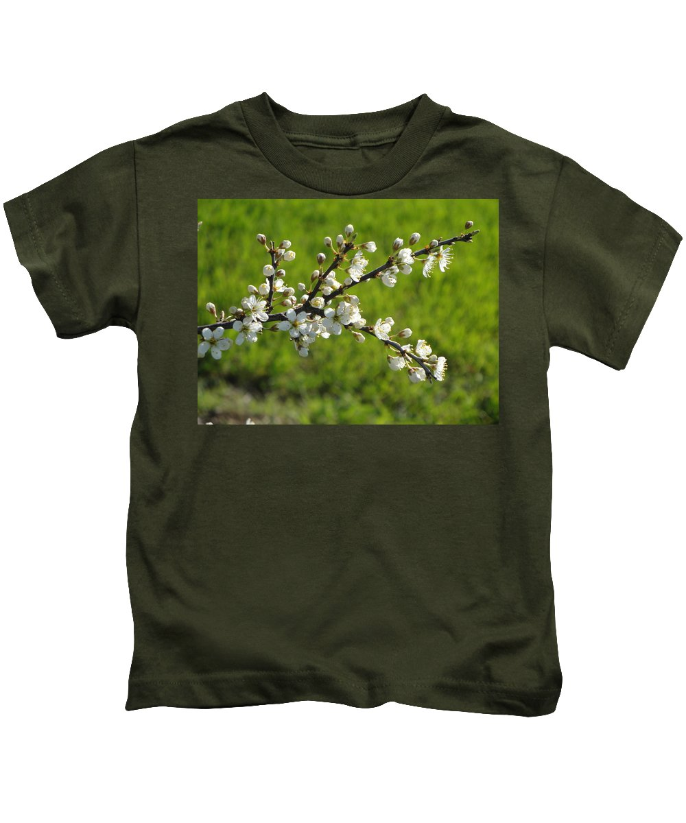 Flora Kids T-Shirt featuring the photograph Pride Of The Hedgerow by Susan Baker
