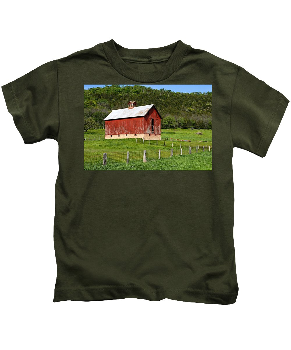 Red Barn Kids T-Shirt featuring the photograph Red Barn With Cupola by Larry Ricker
