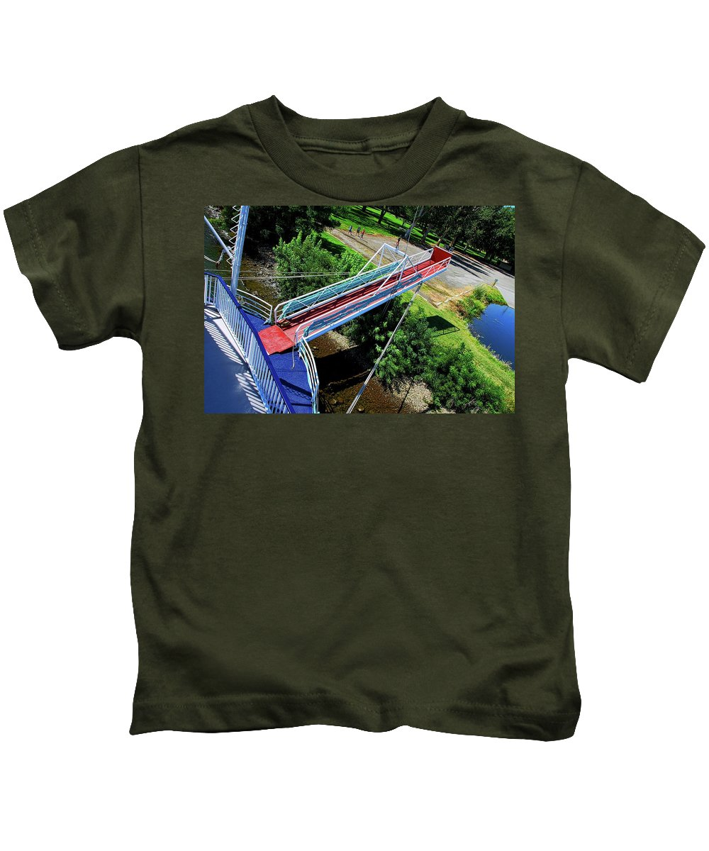 Riverboat Kids T-Shirt featuring the photograph Riverboat Landing At Sacajawea Park by David Coleman