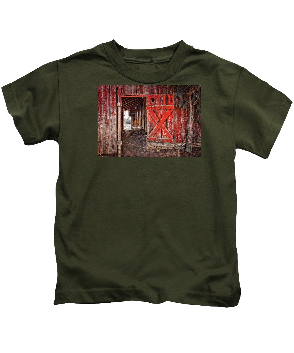 Tennessee Kids T-Shirt featuring the photograph Rustica by Diana Powell