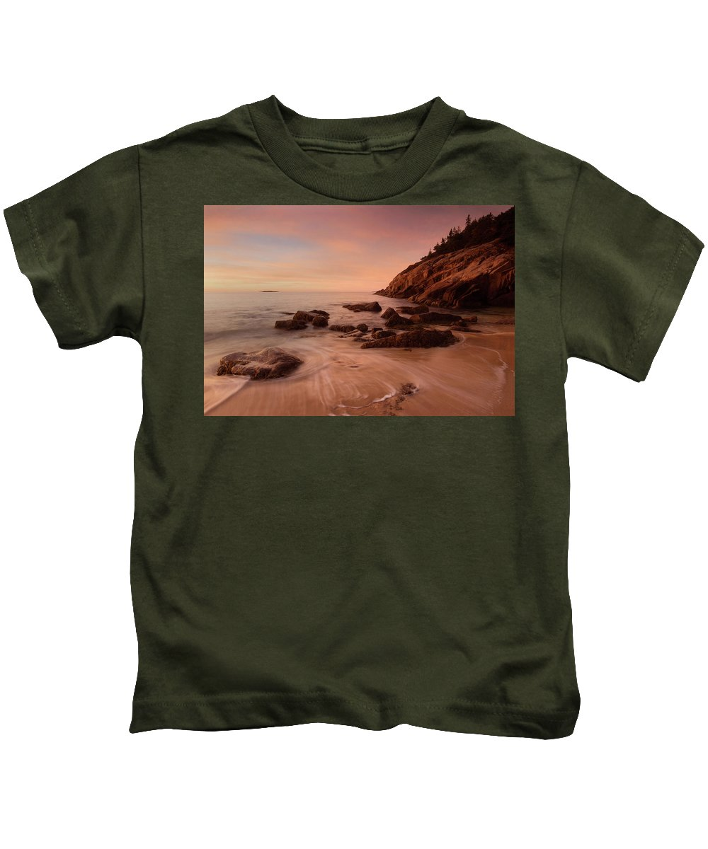Acadia Np Kids T-Shirt featuring the photograph Sand Beach At Sunrise by Ed Lowe