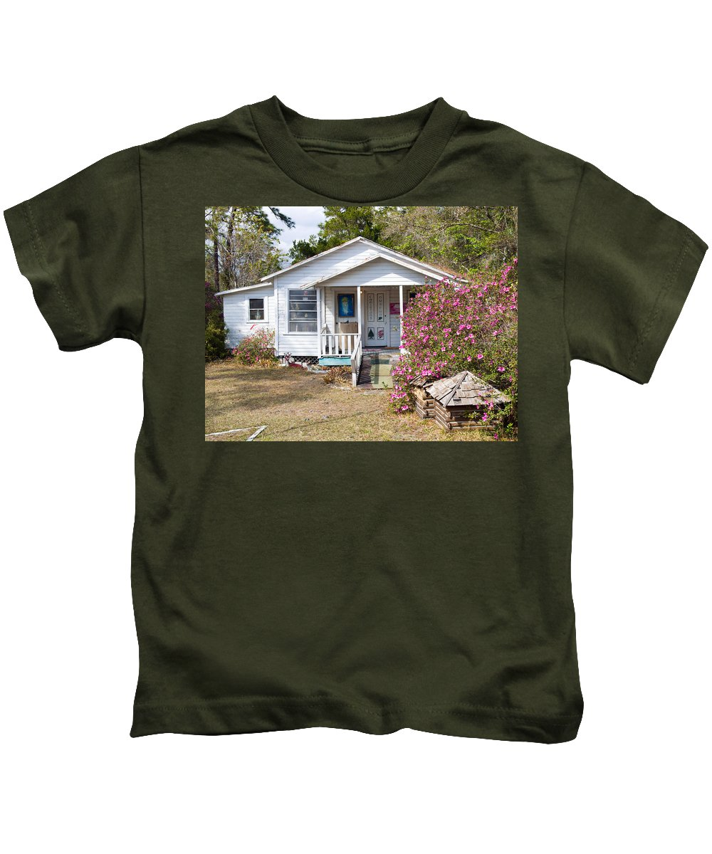 Cabin Kids T-Shirt featuring the photograph Santa And Mrs Claus Spend The Spring Months Relaxing by Allan Hughes