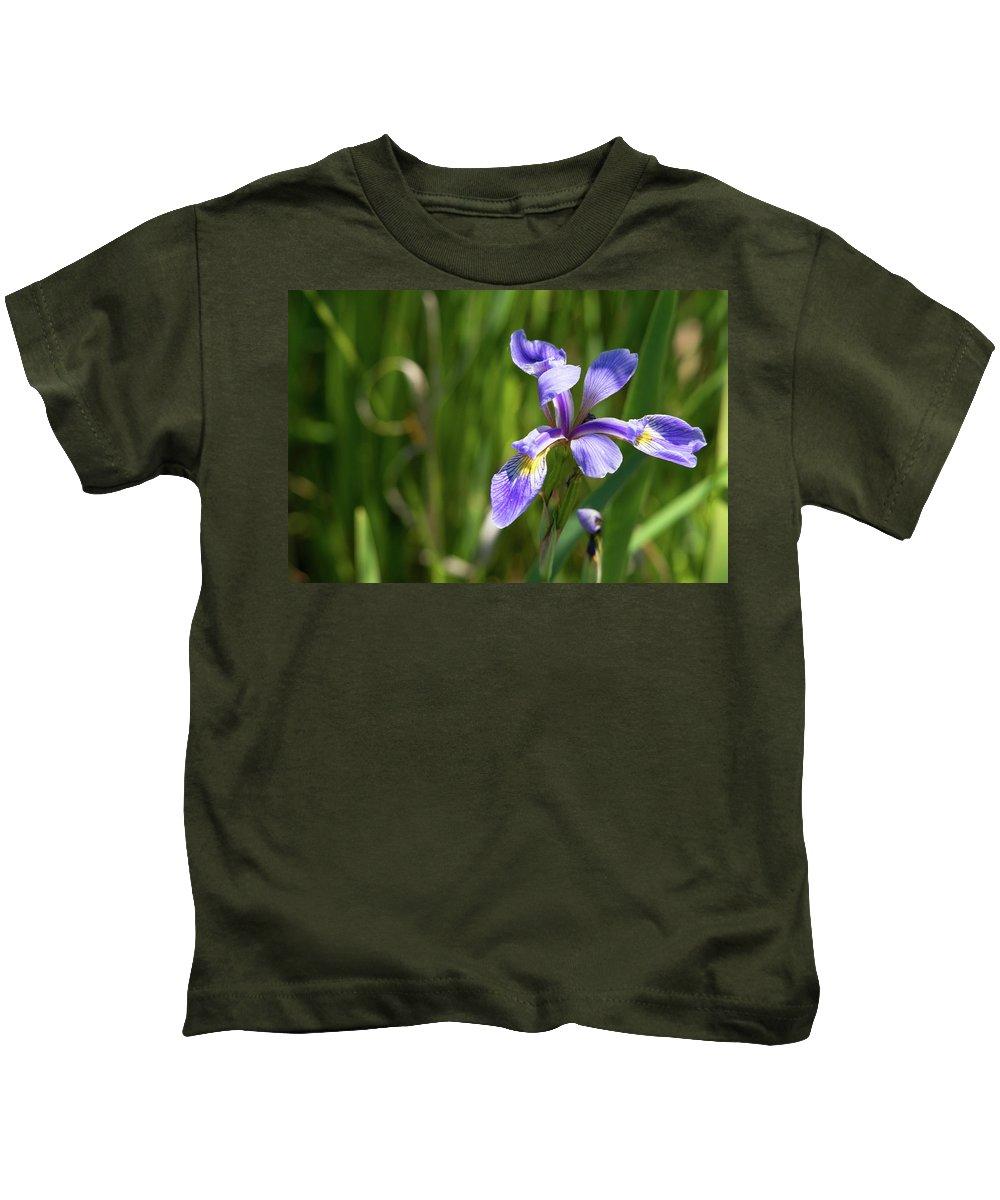 Shreve's Iris Kids T-Shirt featuring the photograph Shreve's Iris by Linda Kerkau