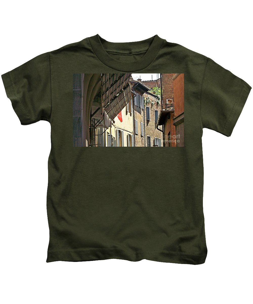 Siena Kids T-Shirt featuring the photograph Siena-31 by Rezzan Erguvan-Onal