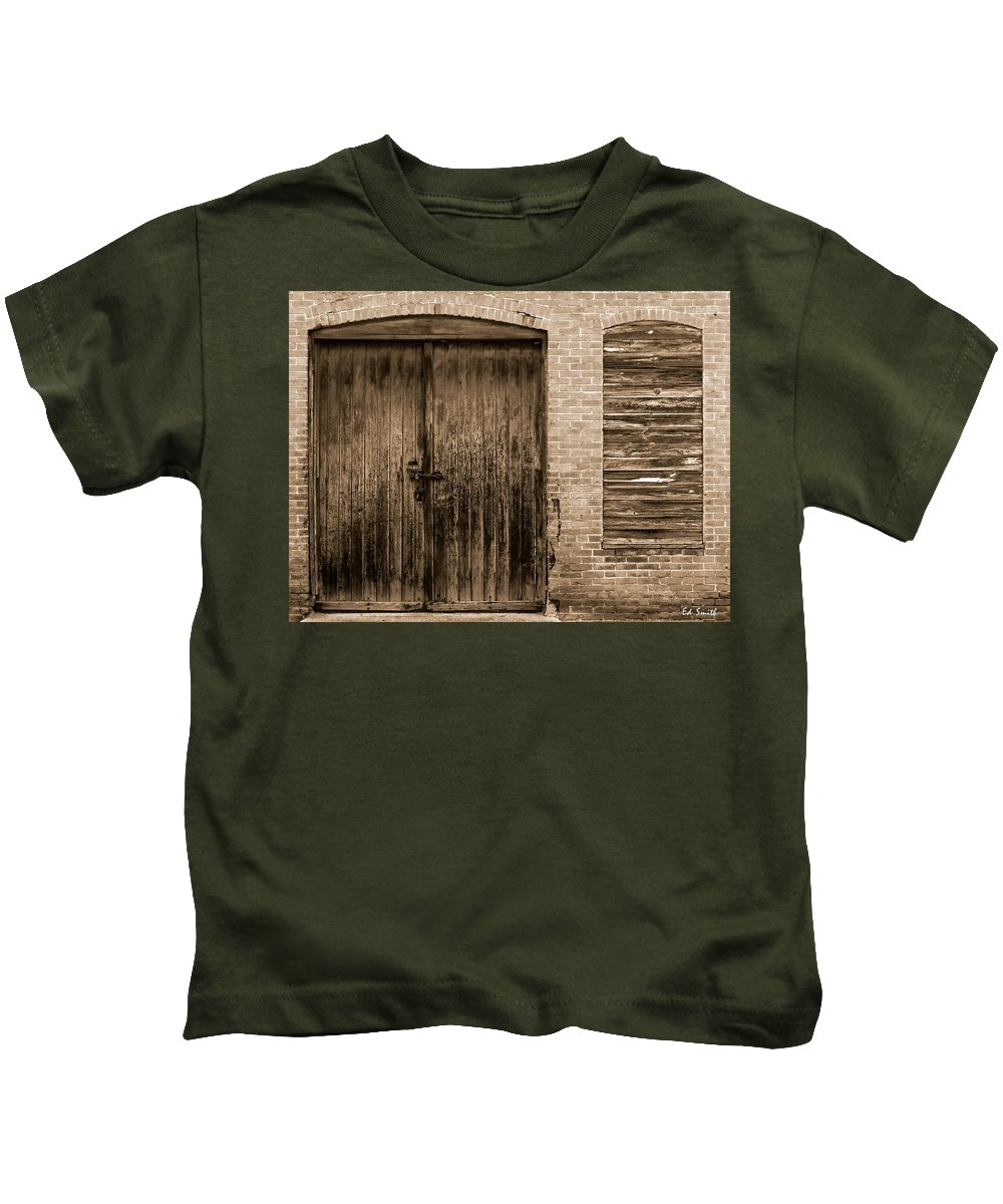 Small Business In America 2010 Kids T-Shirt featuring the photograph Small Business In America 2010 by Edward Smith