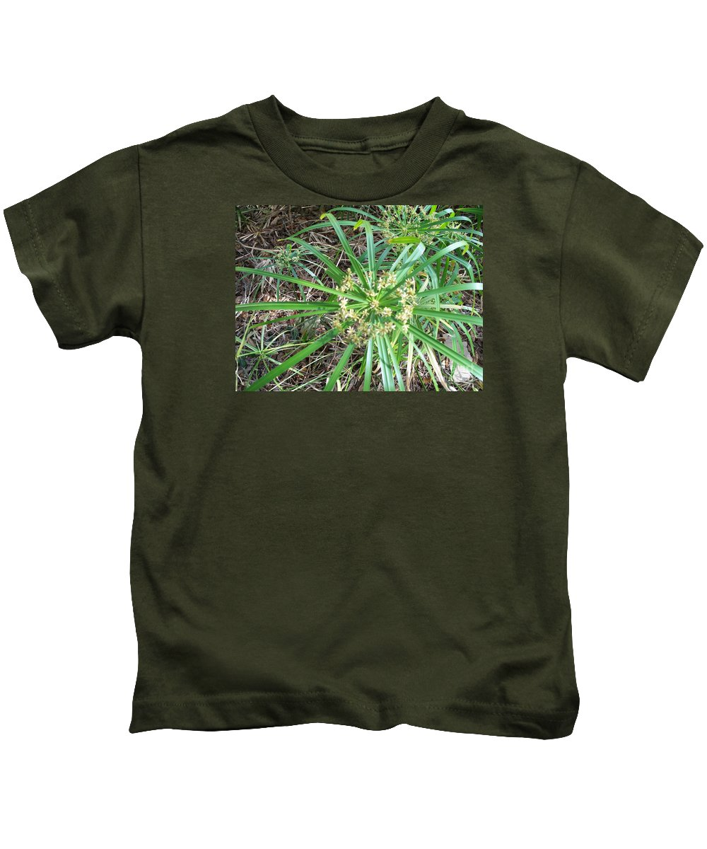 Star Of The Pond Kids T-Shirt featuring the photograph Star Of The Pond by Seaux-N-Seau Soileau