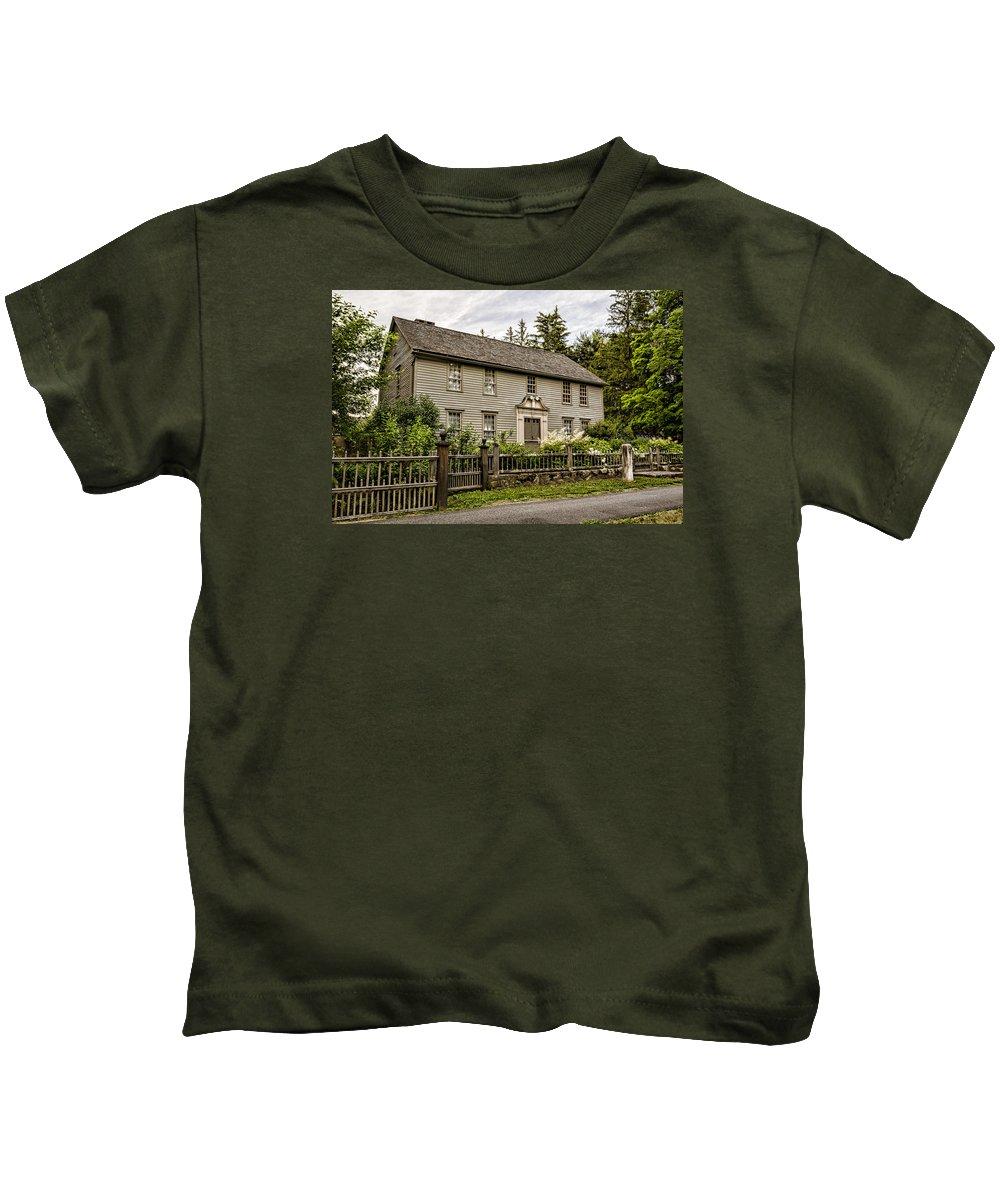 Stockbridge Kids T-Shirt featuring the photograph Stockbridge Mission House by Stephen Stookey
