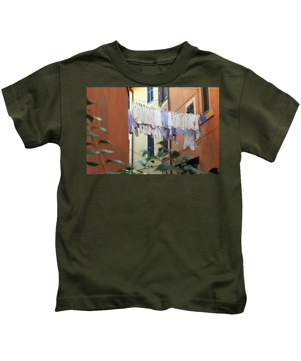 Rome Kids T-Shirt featuring the photograph The Display by Munir Alawi