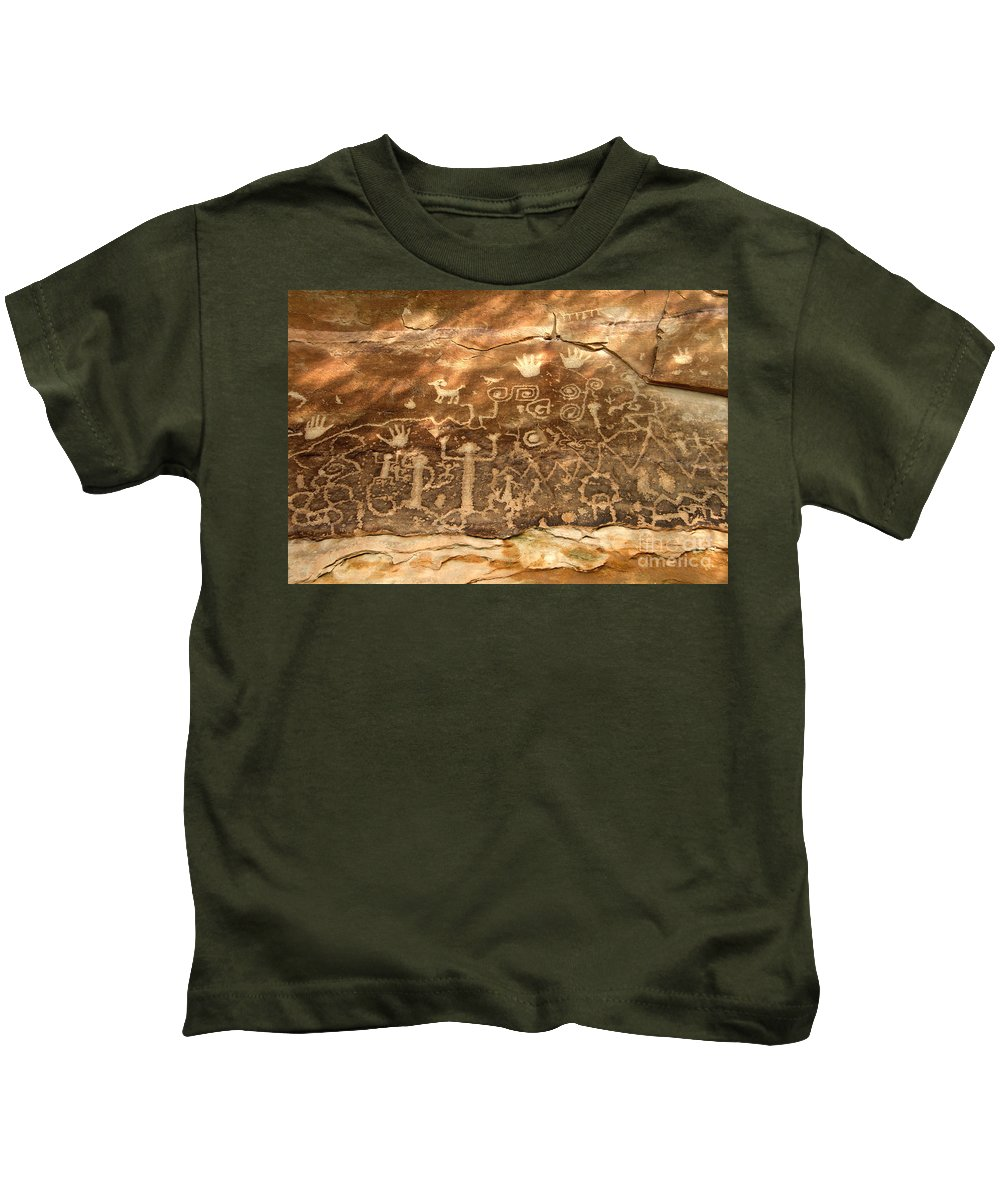 Anasazi Kids T-Shirt featuring the photograph The Great Panel by David Lee Thompson