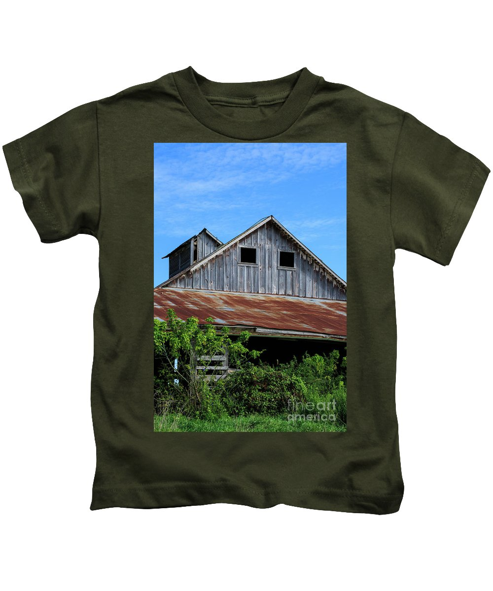 Barn Kids T-Shirt featuring the photograph The Old Rusty Barn by Terri Morris