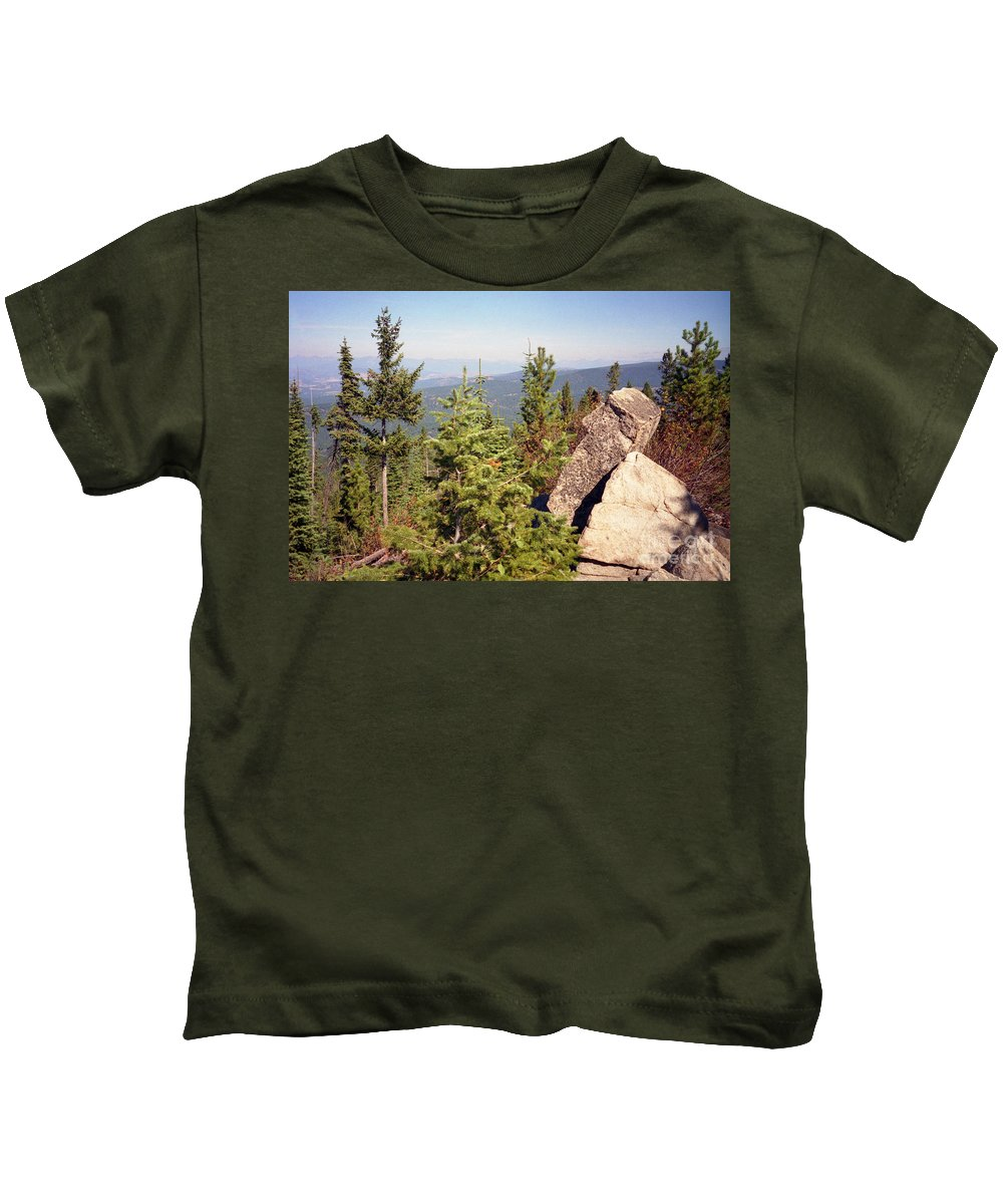 Landscapes Kids T-Shirt featuring the photograph The Star Gazer by Richard Rizzo