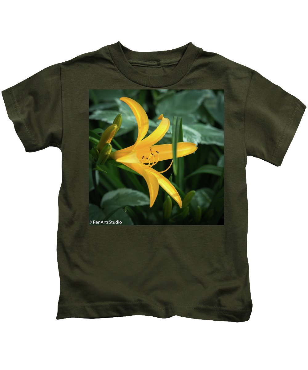 2017 Kids T-Shirt featuring the photograph The Yelloy Lily by Mark Salamon
