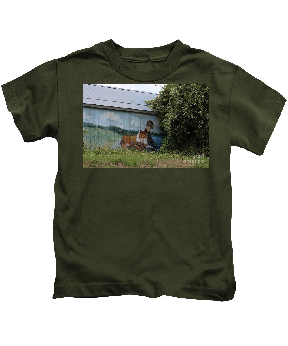 America Kids T-Shirt featuring the photograph This Old Barn 3 by Ella Kaye Dickey