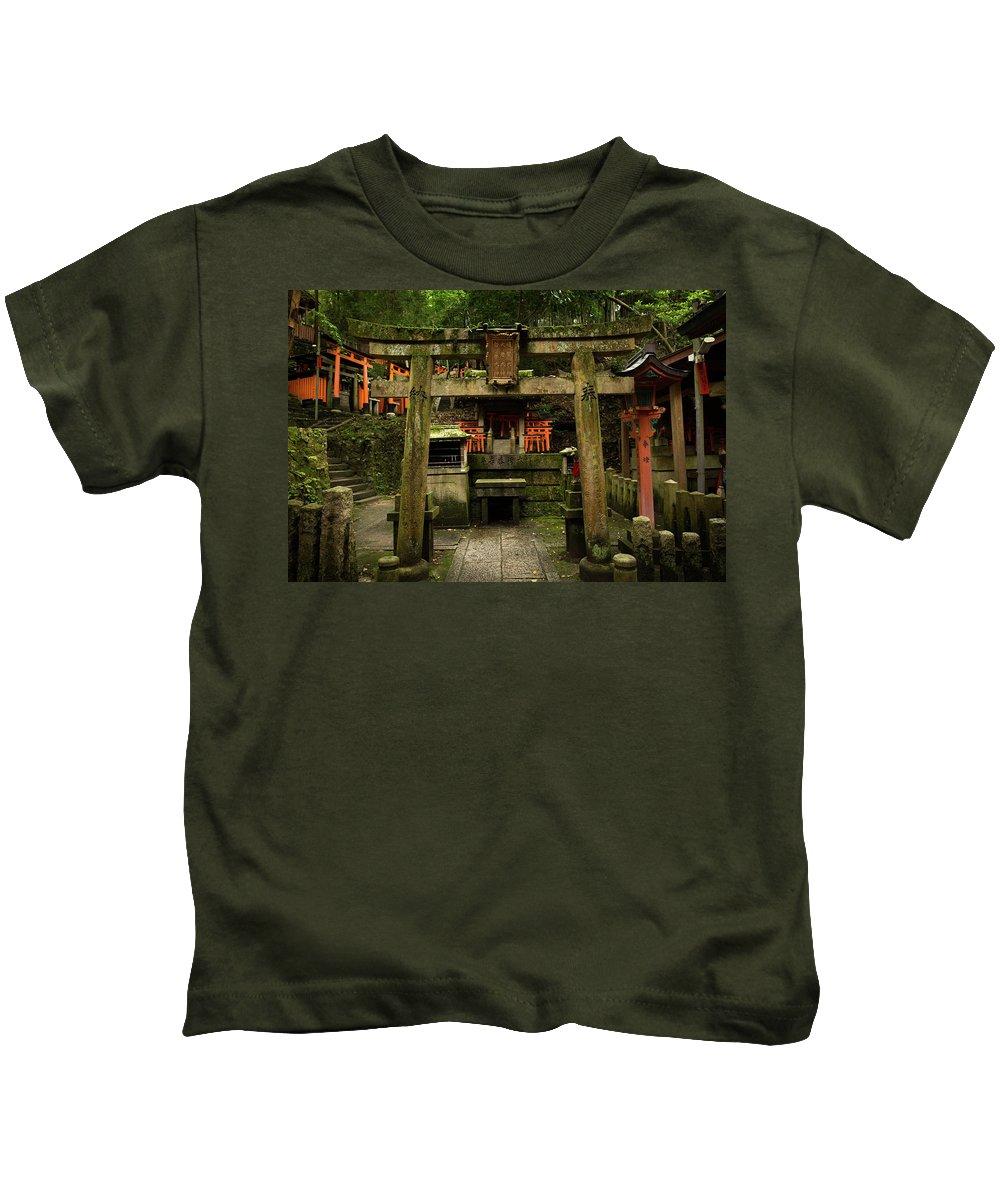 Japan Kids T-Shirt featuring the photograph Toriis At Inari by Sam Garcia