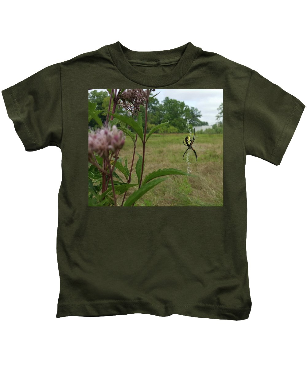 Field Pink Spider Bug Yellow Black Green Leaves Flower Nature Kids T-Shirt featuring the photograph Hangin Around by Lisa Bates