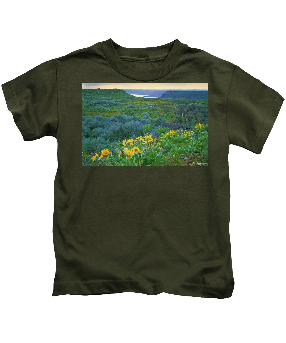 Flowers Kids T-Shirt featuring the photograph Steamboat Rock 01 by Bruce Whitaker