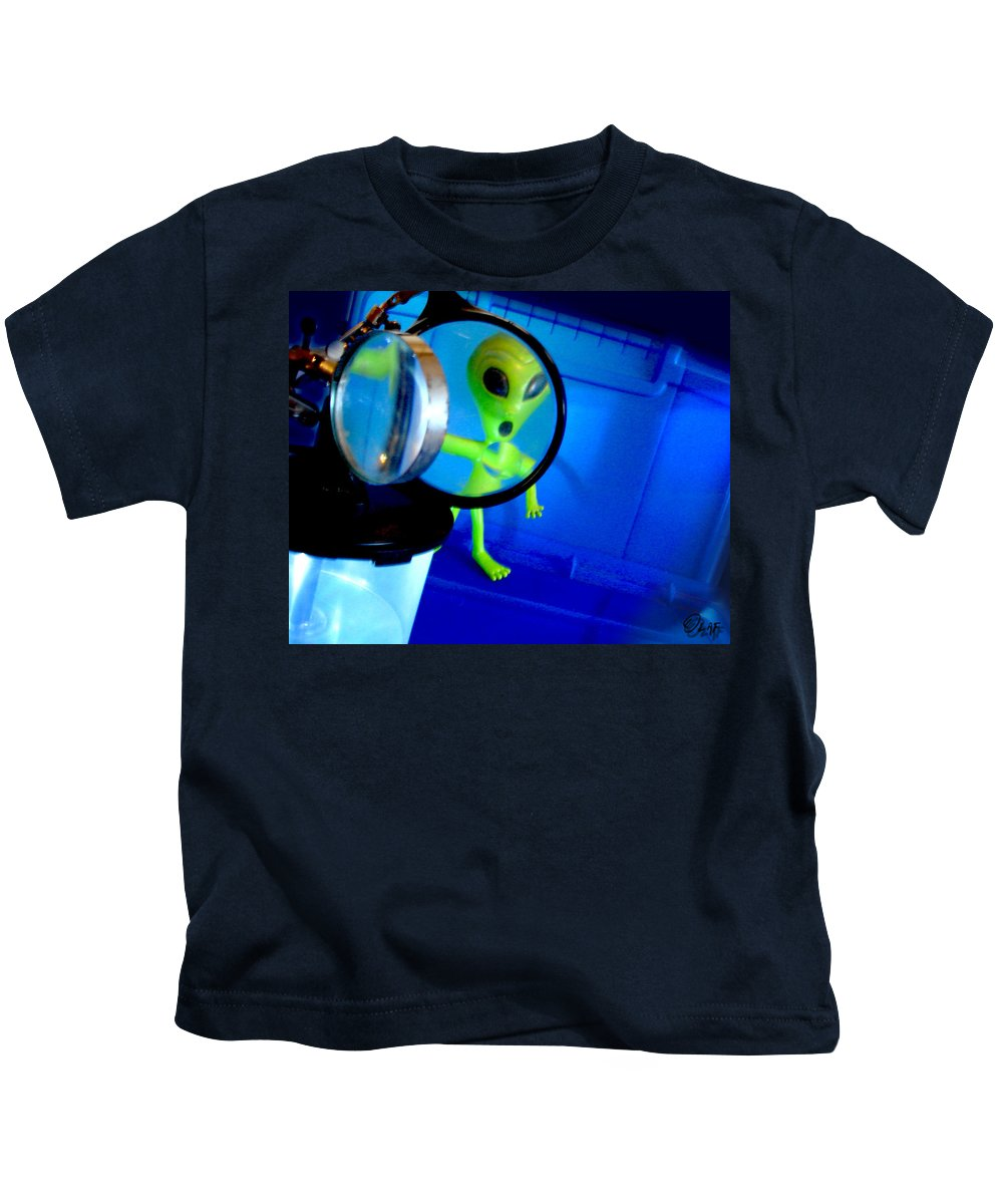 Grays Kids T-Shirt featuring the photograph Alien Discovers A True Passion For Legitimate Musical Theatre And Belting Showtunes by Del Gaizo