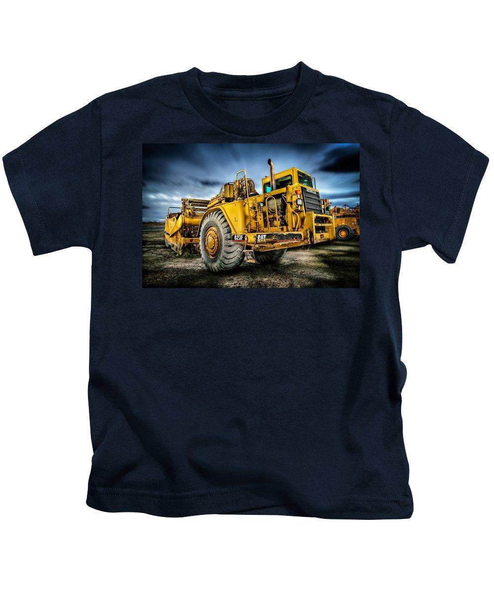 Engine Kids T-Shirt featuring the photograph Caterpillar Cat 623f Scraper by YoPedro