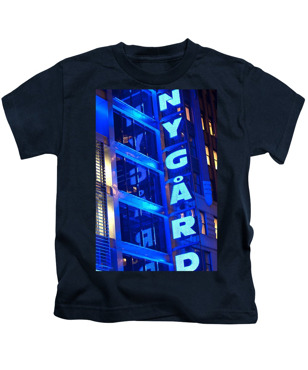 """""""new York City"""" Kids T-Shirt featuring the photograph Ny Gard by Paul Mangold"""
