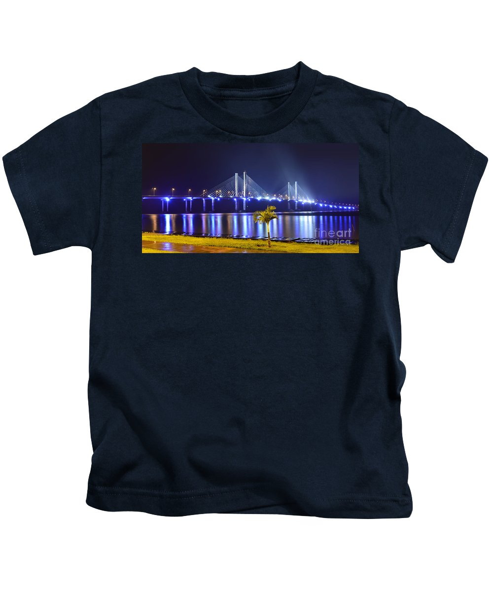 Brasil Kids T-Shirt featuring the photograph Ponte Estaiada De Aracaju - Construtor Joao Alves by Carlos Alkmin