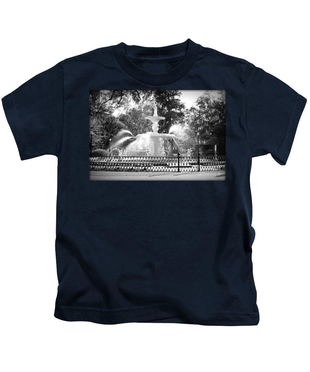 Savannah Kids T-Shirt featuring the photograph Sunlight Through Savannah Fountain With Vignette by Carol Groenen
