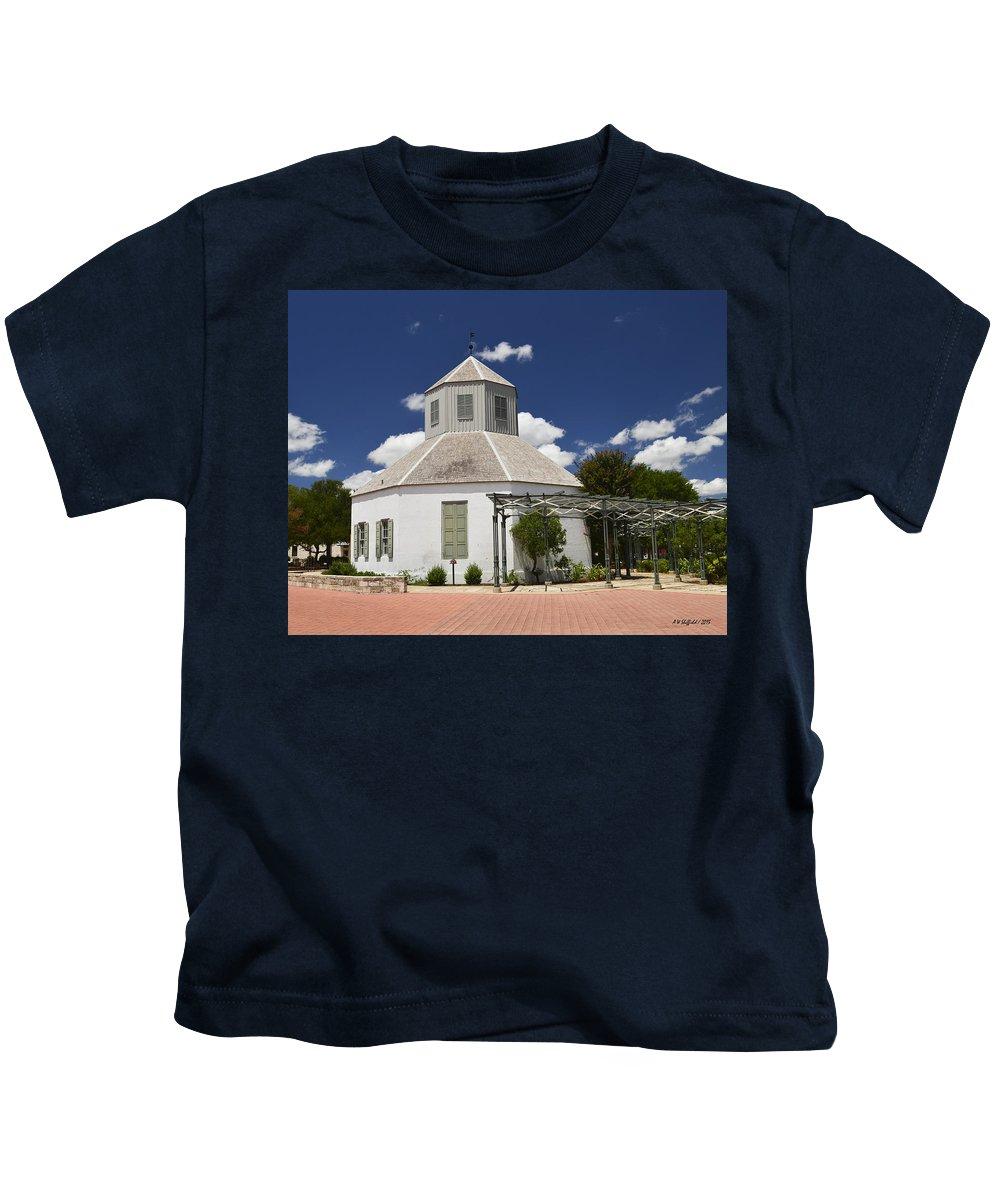Fredericksburg Kids T-Shirt featuring the photograph Vereins Kirche by Allen Sheffield