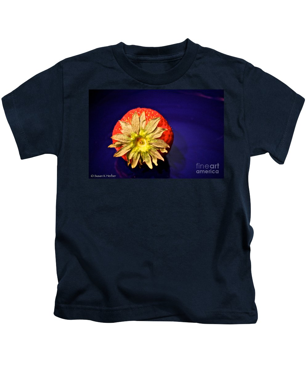 Food Kids T-Shirt featuring the photograph Dry Top by Susan Herber