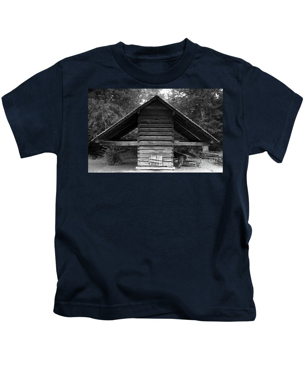 Barn Kids T-Shirt featuring the photograph Barn And Wagon by David Lee Thompson
