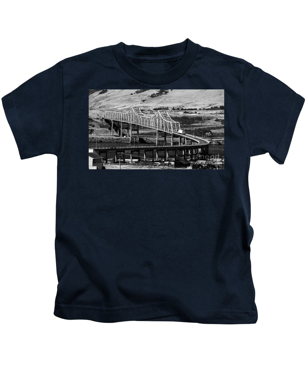 Columbia River Kids T-Shirt featuring the photograph Columbia River Crossing by David Lee Thompson