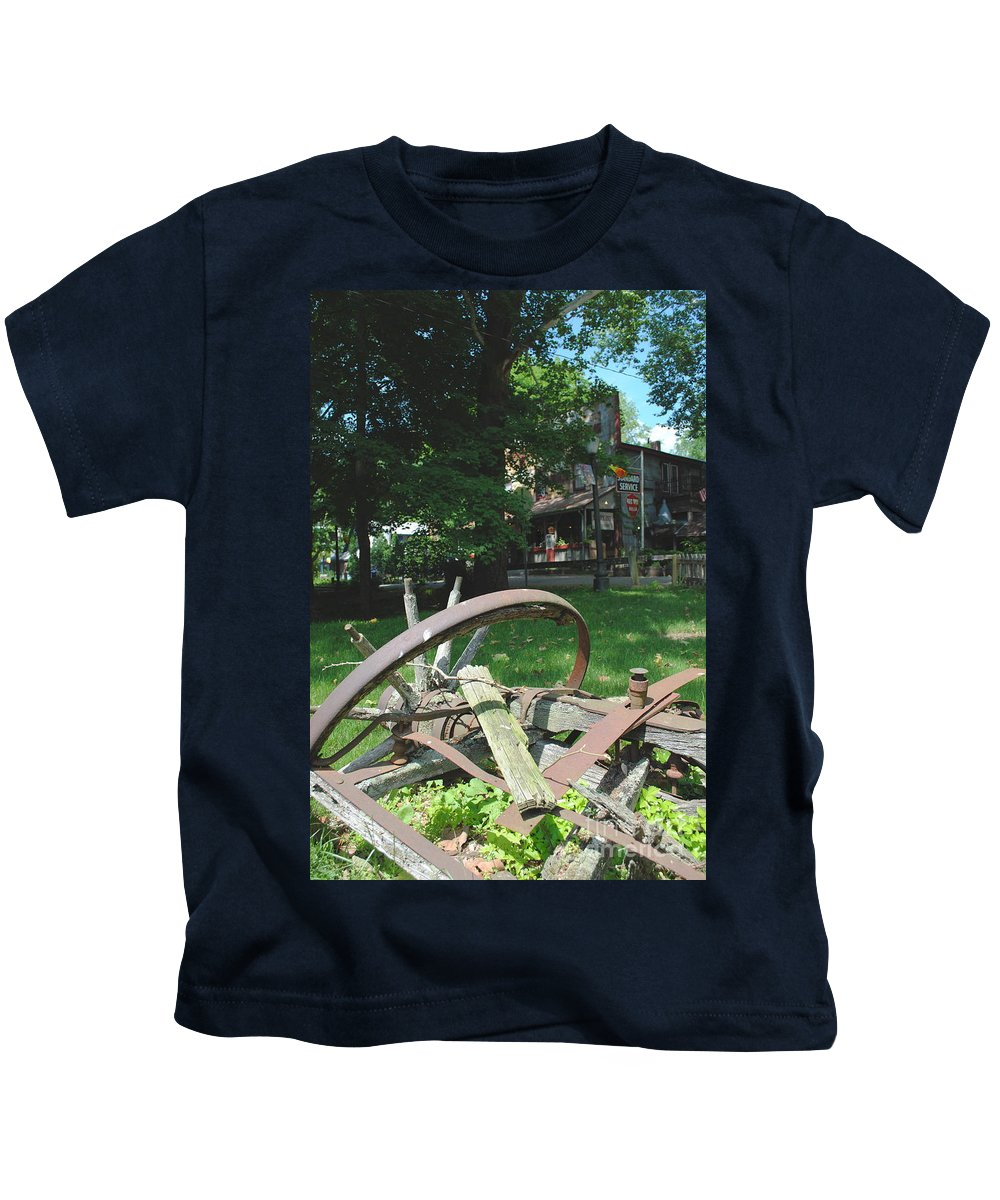 Country Kids T-Shirt featuring the photograph Country Wagon by Jost Houk