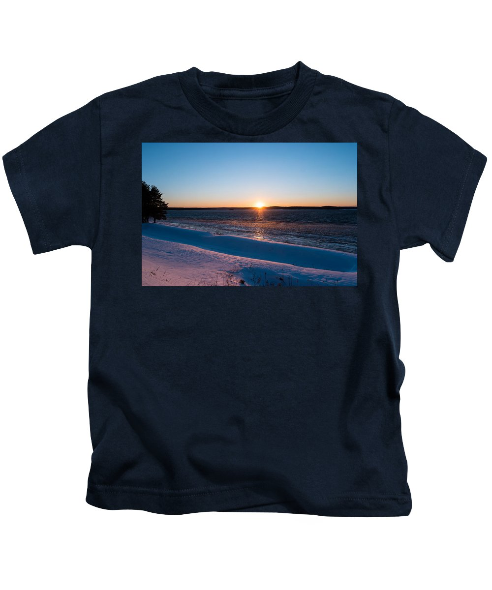 Wachusett Reservoir Kids T-Shirt featuring the photograph Fighting The Ice by Ronald Raymond