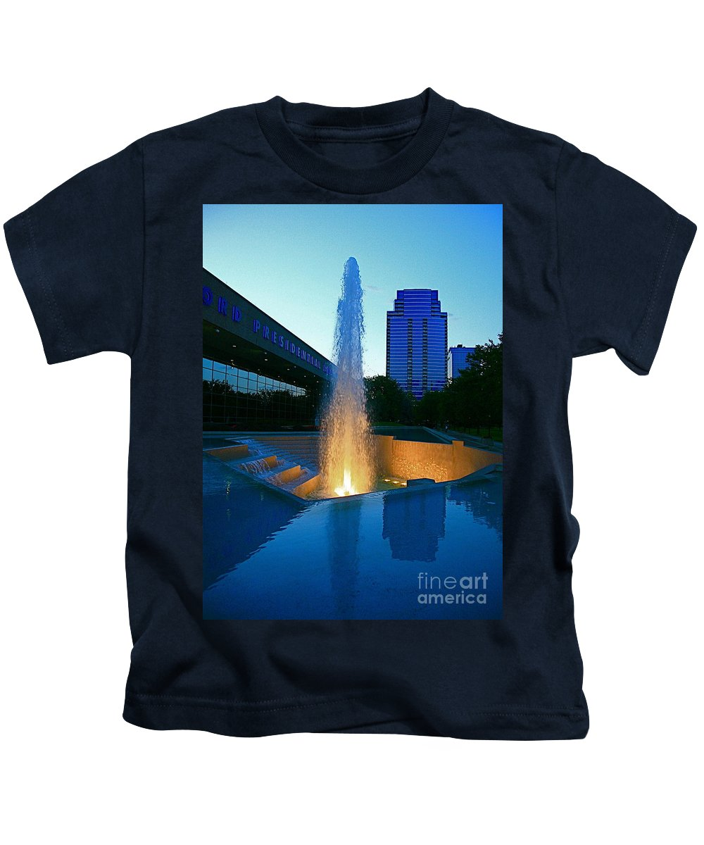 Ford Muesam Kids T-Shirt featuring the photograph Grand Rapids Mi-2 by Robert Pearson
