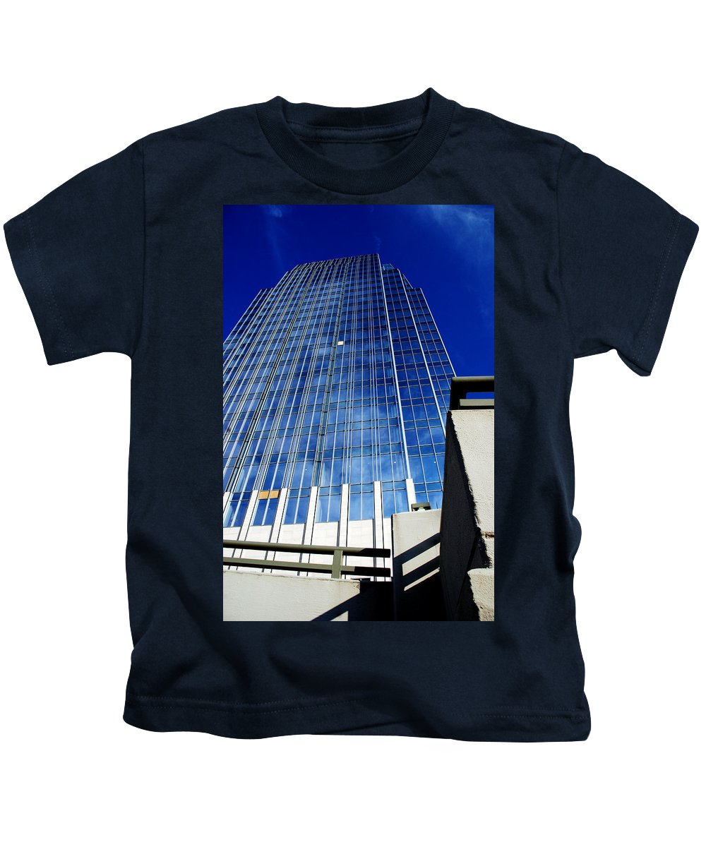 Nashville Kids T-Shirt featuring the photograph High Up To The Sky by Susanne Van Hulst