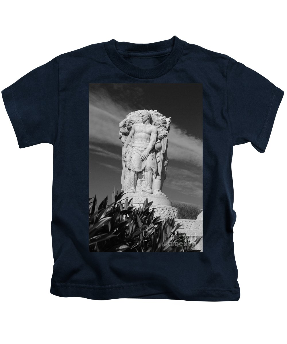 Washington Kids T-Shirt featuring the photograph Monument Of Man by Jost Houk