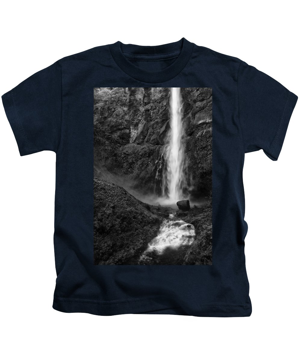 Black And White Kids T-Shirt featuring the photograph Multnomah Falls In Black And White by Renee Hong