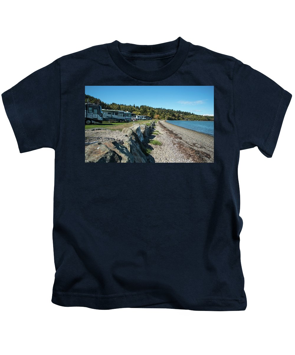 Rvs At The Beach Kids T-Shirt featuring the photograph Rvs At The Beach by Tom Cochran