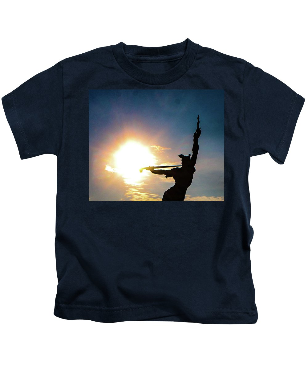 The State Of Louisiana Monument Is Southwest Of Gettysburg On West Confederate Avenue Across From Pitzer's Woods. It Was Dedicated On June 11 Kids T-Shirt featuring the photograph Sunblast Of Louisiana by William Rogers