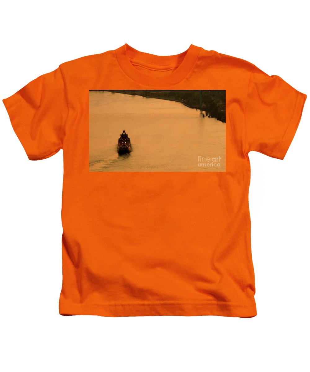 River Kids T-Shirt featuring the photograph Sunset On The River Bend by Linda Shafer